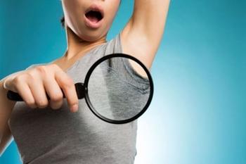 脇汗の黄ばみの原因と落とし方